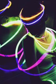 Photography idea: use neon/glow sticks in low light Light Painting Photography, Neon Photography, Photography Lighting, House Photography, Photography Ideas, Glow Stick Party, Glow Sticks, Electric Forest, Goa