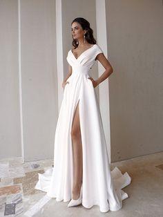 Bohemian Wedding Dresses, Dream Wedding Dresses, Wedding Gowns, Diy Wedding, Wedding Reception, Wedding Flowers, Cheap Dresses, Formal Dresses, Yes To The Dress