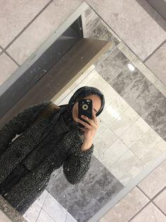 Stylish Hijab, Modest Fashion Hijab, Abaya Fashion, Fashion Outfits, Modern Abaya, Hijab Stile, Stylish Dpz, Hijabi Girl, Girly Pictures