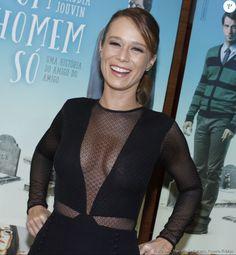 Mariana Ximenes usou vestido decotado com transparências na pré-estreia do filme 'Um Homem Só', no shopping Leblon no dia 19 de setembro de 2016