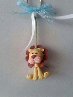 Llavero de león en porcelana fria