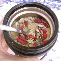 Thermos Oatmeal with Goji and Chia