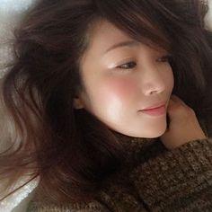 Megumi KanzakiさんはInstagramを利用しています:「艶発光立体感。これはETVOSのミネラルハイライトクリーム。 #ETVOS #エトヴォス #クリームハイライト」