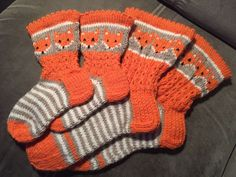 Baby Knitting Patterns, Knitting Socks, Fingerless Gloves, Arm Warmers, Projects To Try, Hand Crafts, Bakken, Knit Socks, Fingerless Mitts