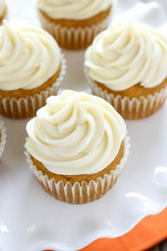 Moist and sweet pumpkin cupcakes with an easy cream cheese frosting. These pumpkin cupcakes with cream cheese frosting are perfect for pumpkin lovers!
