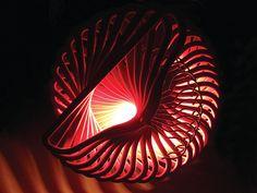 Siete stufi dei soliti lampadari avete un minimo di abilità manuali e volete provare a realizzare un oggetto nuovo che vi aiuterà a cambiare il look della vostra casa date un'occhiata a queste bellissime idee.