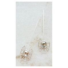 Tom sobre Tom Brinco comprido geométrico [Compre via contatos no Perfil] #copellaacessorios #geometric #brinco #swarovski #moda