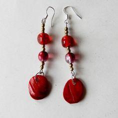 Rood glas met hanger van parelmoer