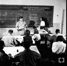 Hasanoğlan Köy Enstitüsü öğretmen adayı öğrenciler derste (BYEGM)
