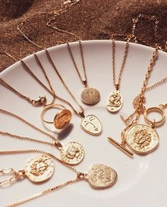 – Damen Schmuck und Accessoires - Famous Last Words Dainty Jewelry, Simple Jewelry, Cute Jewelry, Gold Jewelry, Jewelry Accessories, Fashion Accessories, Jewelry Necklaces, Gold Necklace, Women Jewelry