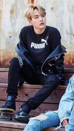 BTS (防弾少年団) - Min Yoongi (Suga) This look aaaahhhh Bts Suga, Min Yoongi Bts, Bts Bangtan Boy, Jhope, Namjoon, Kim Taehyung, Agust D, Yoonmin, Billboard Music Awards