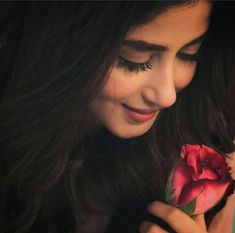 🌸🌿Beauty Recipe, it's not just on a beautiful face. But, mainly in which comes from within and is hidden. The Soul and the Heart🌸 mystic-bouquet-love🌿🌸 Cute Girl Poses, Cute Girl Photo, Girl Photo Poses, Girl Photos, Sajal Ali, Portrait Photography Poses, Photography Poses Women, Indian Photography, Photography Tips