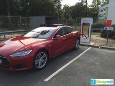 Tesla : plus de 2 800 bornes de recharge dans le monde