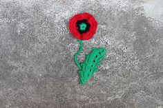 Easy to make poppy flower...Free pattern! and video too, thanks so xox  ☆ ★   https://www.pinterest.com/peacefuldoves/