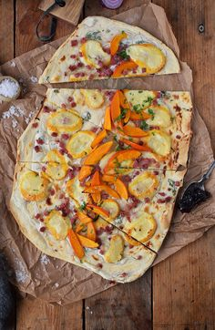 flammkuchen-mit-rotweinzwiebeln-und-kuerbis-tarte-flambe-with-red-wine-onions-and-pumpkin-rezept-1