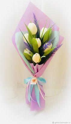 Flower Bouquet Diy, Bouquet Wrap, Floral Bouquets, Crepe Paper Decorations, Flower Decorations, Candy Flowers, Paper Flowers Diy, Flower Box Gift, How To Wrap Flowers