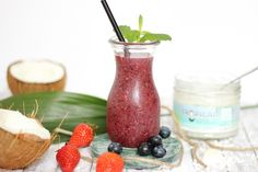 Iced Coco-Berry Smoothie - http://maryloves.de/iced-coco-berry-smoothie/ - smoothie - sommergetränk - rezept -kokosnuss - coconut - kokos