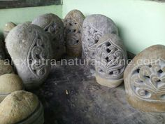 Garden lamp carved River Stones, Garden Lamps, Carving, River Rocks, Wood Carvings, Sculpting, Cut Work, Sculpture, Wood Carving