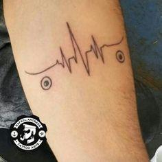 Cliente Elizeu pediu uma tattoo skate na veia, total! rs  Agende sua tattoo  também!  #grupoamazon #starbrite #usoeasyinn #tyesmarinho #tatuagemsp #tattooartist #rafaeltattoo #braziliancrew #tatuagembrasil #pousoalegre #minastattoo