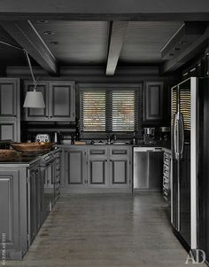 Кухня. Мебель сделана назаказ по дизайну бюро Instore; светильник, Tolomeo, Artemide.