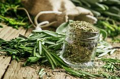 Herbs And Spices For Weight Loss - Rosemary For Weight Loss Rosemary Tea, How To Dry Rosemary, Grow Rosemary, Weight Loss Herbs, Cholesterol Lowering Foods, Tea Benefits, Health Benefits, Glass Jars, Plant Based