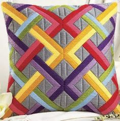 So lovely. I bet I could recreate this pattern and stitch it. Bargello Needlepoint, Bargello Quilts, Motifs Bargello, Broderie Bargello, Bargello Patterns, Needlepoint Pillows, Needlepoint Stitches, Patchwork Pillow, Patchwork Quilting