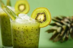 Brain-Boosting Green Tea & Kiwi Smoothie - Your brain does so much for you, so why not do a little something in return? Your brain will love this green tea and kiwi smoothie that's packed with antioxidants and other brain-healthy nutrients. Kiwi Smoothie, Smoothie Legume, Green Smoothie Recipes, Smoothie Drinks, Healthy Smoothies, Healthy Drinks, Healthy Snacks, Healthy Eating, Smoothie Cleanse