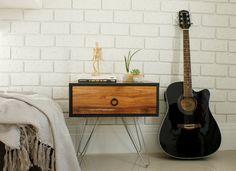 DIY: Parede de tijolinhos incrível com placas de isopor! Quer uma parede de tijolinhos mas não quer mexer com construção? Veja este passo a passo para criar uma parede de tijolinhos usando chapas de isopor.