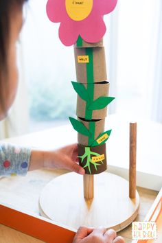 Make this toy to learn parts of a flower with TP rolls! Children 'grow' their flower by stacking the TP rolls. More ideas to extend learning here. Flower Activities For Kids, Spring Activities, Toddler Activities, Learning Activities, Preschool Activities, Spring Crafts For Kids, Art For Kids, Plant Lessons, Plant Crafts
