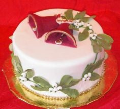 mistletoe and bells Christmas cake Christmas Cake Designs, Christmas Cake Decorations, Holiday Cakes, Christmas Desserts, Christmas Treats, Christmas Cakes, Christmas Bells, Christmas Wedding, Cupcakes