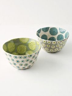 Here are a few samples of Katrin Moye delighful ceramics. I love how she mixes up her patterns--functional art to live with every day. Ceramic Clay, Ceramic Painting, Ceramic Bowls, Stoneware, Pottery Painting Ideas, Pottery Bowls, Ceramic Pottery, Paint Your Own Pottery, Pottery Classes