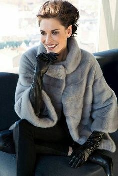 My Style Fashion. Gloves Fashion, Fur Fashion, Fashion Beauty, Womens Fashion, Classy Winter Outfits, Winter Fashion Outfits, Coats For Women, Clothes For Women, Fabulous Furs