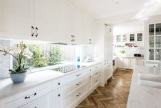 We are loving Hampton style kitchens because of the timeless elegance and functionality it brings to the home. Bright, clean and functional. Shaker style cabinetry with decorative mouldings often paired with a marble bench top. The natural timber herringbone parquetry is a lovely contrast against the white cabinetry.