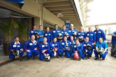 Todos os convidados e equipe da empresa preparados para ter a experiência de pilotar um Fórmula na pista de Interlagos