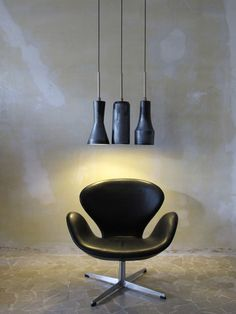 The Swan™ chair by Arne Jacobsen / Fritz Hansen. Danish National Bank. Sorensen Leather: Classic / Black. #arnejacobsen #fritz_hansen #sorensenleather