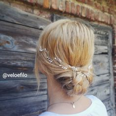 by e Filo Wedding Hair Pieces, Wedding Bands, Tulip Wedding, Wedding Hair Accessories, Tulips, Bobby Pins, Wedding Hairstyles, Silver, Beauty