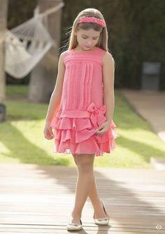 Arras y classic Little Girl Fashion, Kids Fashion, Little Girl Dresses, Girls Dresses, Cute Dresses, Beautiful Dresses, Kids Frocks, Frock Design, Girl Dress Patterns