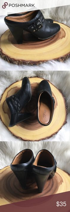 Sofft leather clogs Soft genuine leather! Like new! Extremely comfortable! Sofft Shoes Mules & Clogs