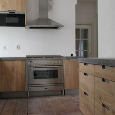 Koak Design Massief eiken houten keuken met ikea keuken kasten door Koak design in de stijl van piet boon en paul van de kooi met een betonnen blad beton keukenblad aanrecht   Flickr - Photo Sharing!