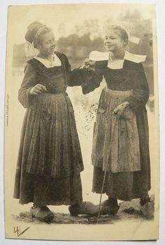 CPA de 1901 Taquinerie- Fillettes de Rosporden - Villard Costumes coiffes N°1247
