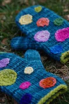 Mittens - crochet dots, nice idea to pretty up old ones.