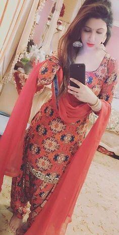 Haute spot for Indian Outfits. Indian Suits, Indian Attire, Indian Dresses, Indian Wear, Patiala Suit Designs, Patiala Salwar Suits, Designer Punjabi Suits, Indian Designer Wear, Punjabi Fashion