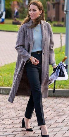 Looks Kate Middleton, Estilo Kate Middleton, Kate Middleton Outfits, Kate Middleton Photos, Pippa Middleton, Princesa Kate Middleton, Estilo Real, Tailored Coat, En Stock