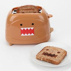Don't worry, the cute monster won't eat your breakfast, instead, Domo just wants to bring you several pieces delicious toast. If you think it's a nice idea, let's go on checking the Domo 2 slice toaster. This is sooo cool