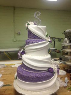 I can almost see the little birds in a Disney movie wrapping the white ribbon around this cake! *Purple and white #wedding cake.... Absolutely amazing!!!!