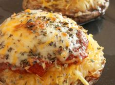Yum... I'd Pinch That! | Spaghetti Squash and Portobello Mushroom Pizza