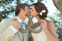 Wedding photo with interlocked horse shoes | Lucky U