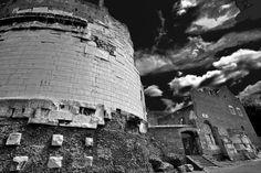 Tomba di Cecilia Metella, Via Appia Antica Roma