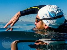 Every movement in the water will impact your speed—for better or worse. Here is a step-by-step checklist to get the most out of your swim stroke. Open Water Swimming, Keep Swimming, Baby Swimming, Fish Swimming, Swim Training, Triathlon Training, Swimming Drills, Swimming Workouts, Triathlon Swimming