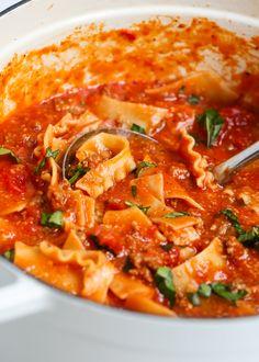 Easy Lasagna Soup EASY tastes like lasagna soup recipe -has all the delicious flavors of homemade lasagna without all the work! Best Soup Recipes, Dinner Recipes, Lasagna Recipes, Cooking Lasagna, Drink Recipes, Yummy Recipes, Dinner Ideas, Yummy Food, Favorite Recipes